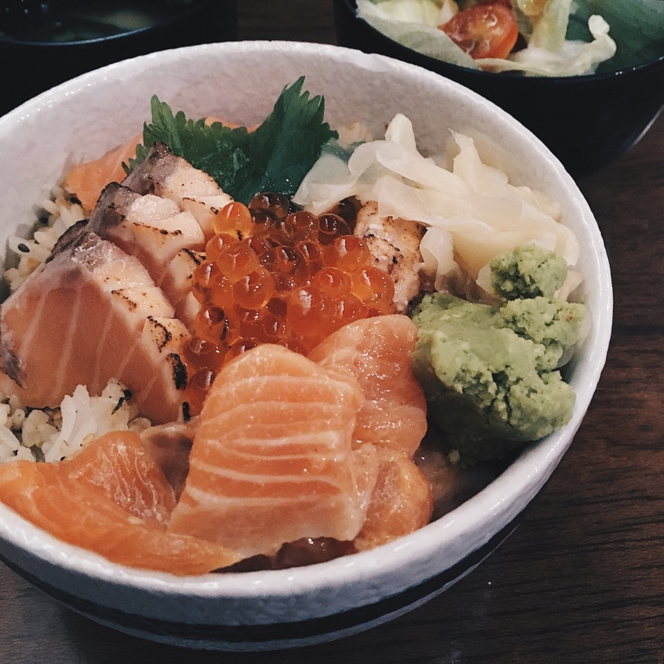 Salmon Kaisen Don