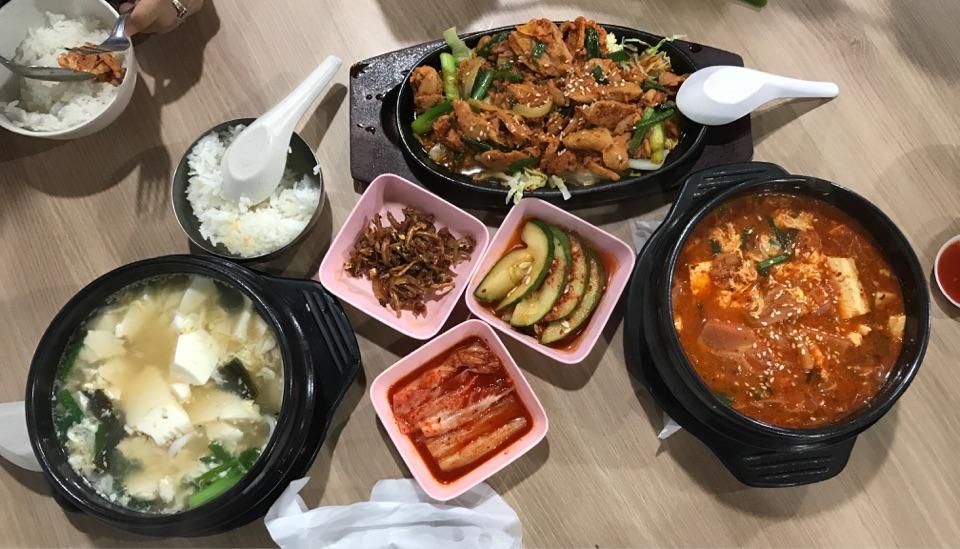 Beancurd Soup + Hotplate Chicken + Kimchi Soup