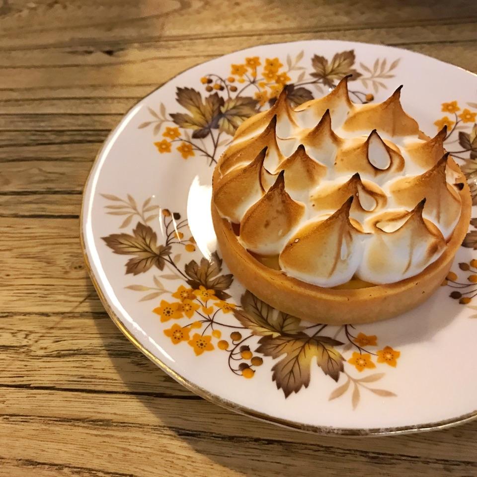 Passionfruit meringue tart