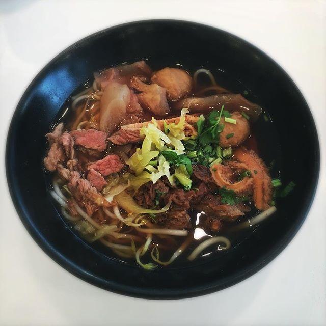 Beef Noodle Soup 🐮🍜😋 #manzhu #dinnertime #whati8today #foodstagram #instafoodie #instafoodsg #igfood #igfoodie #burpple