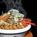 ~ Socialite ~ Since it's launch in December 2016, the Pot Socialite (chock full with 9 varieties of seafood & 3 vegetables) has since become @KuvoSingapore's mainstay.