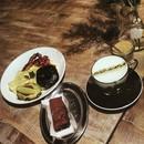 Belated #thanksgiving #breakfast with the masterless samurai Part I #ronin_sg #roninsg #ronincafe #17hongkongstreet #hongkongstreet #cafehopping #cafehoppingsg #instafood #scrambledeggs #portabello #portabellomushroom #avocado #brownie #matcha #latte #chasingshadows #chasingshadow #onthetable #burpple #igersphotography #instagood #instamood #instagramhub #justgoshoot #global_family #gf_daily #gf_singapore #killeverygram
