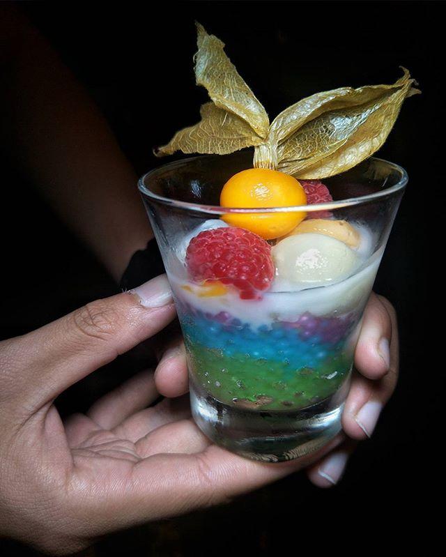 ~ สีน้ำเงิน ~ Always nice to end a Thai DinDin with desserts & over here @BlueJasmine.Sg @ParkHotelFarrerPark leh, we'd a duo for a finale.