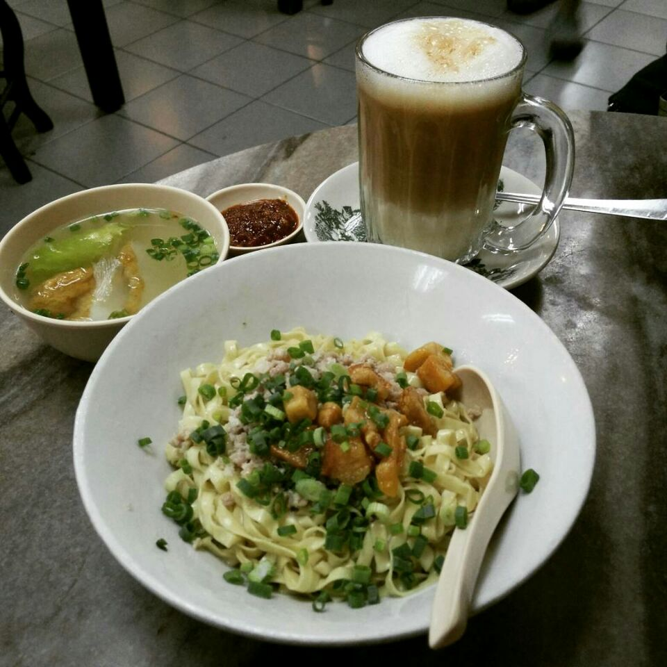 Mee Pok & Halinan Milk Tea