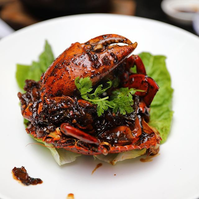 [Restaurant HOME] - Singapore loves their crab and it is inevitable that the menu showcases the crustacean.