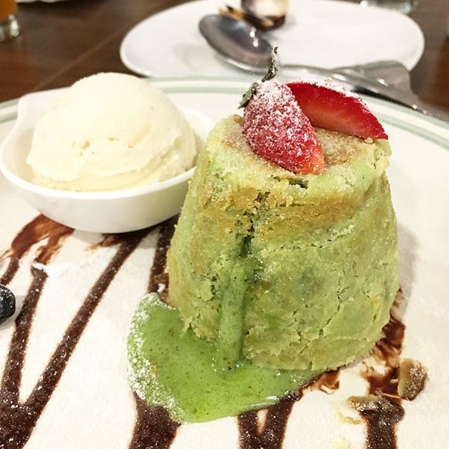 Pistachio Lava Cake ($11.80) - cake was a little dense but not bad.