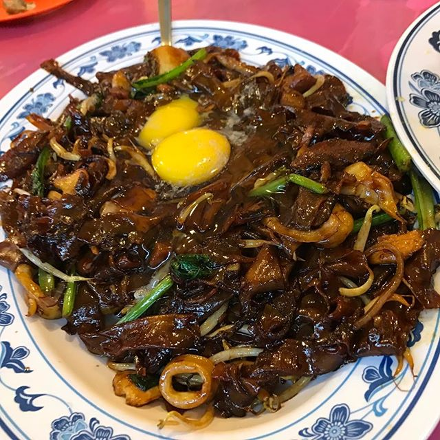 There's something very alluring about the dark kway teow.