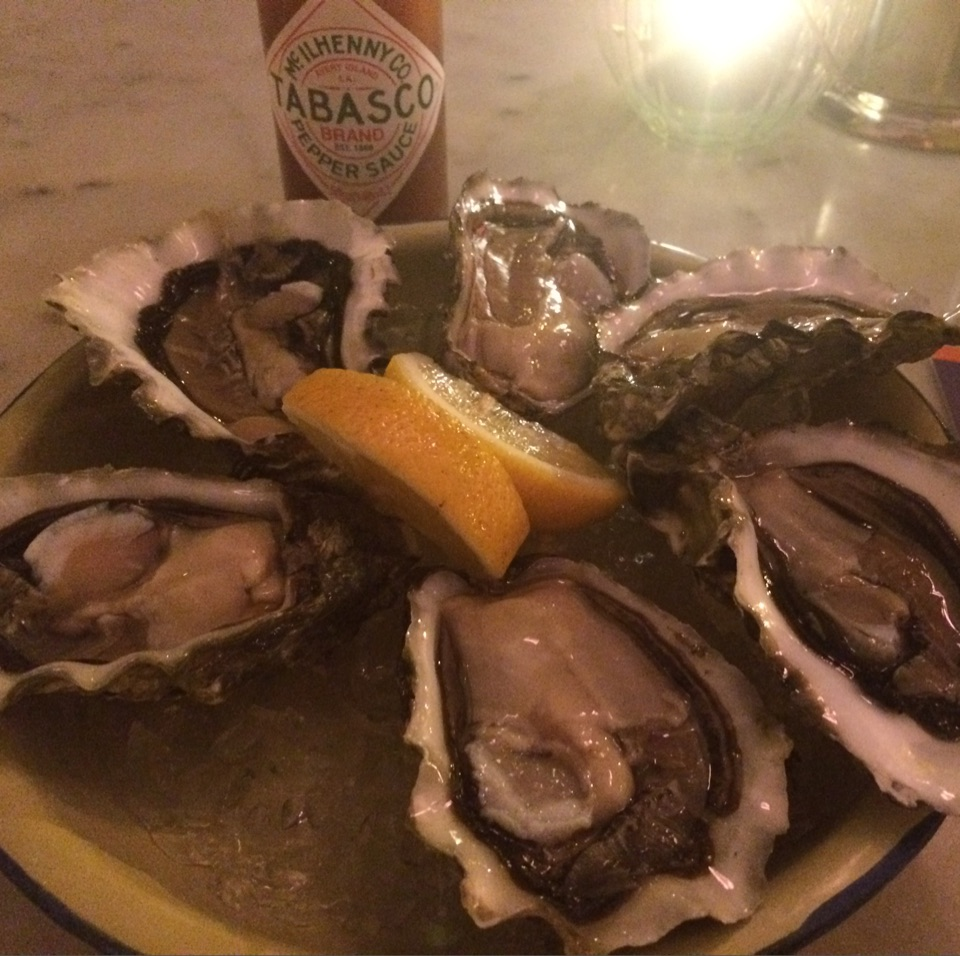 Fresh Oysters ($2 Each 6-9pm Daily)