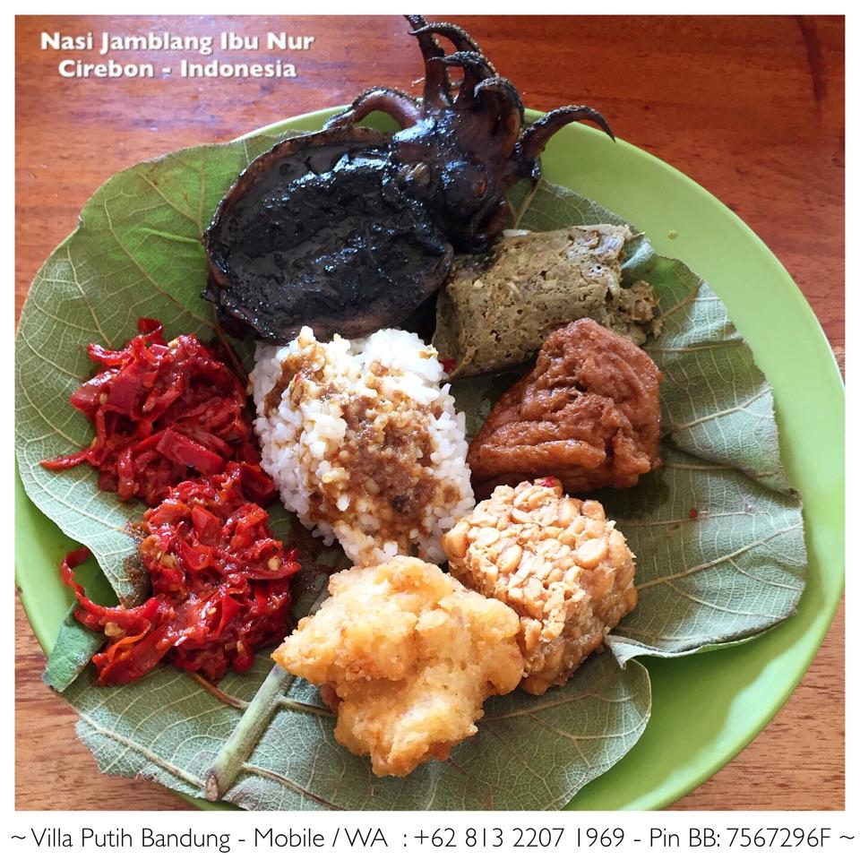 Nasi Jamblang Ibu Nur Cirebon Indonesia By J P